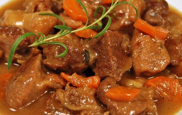 М'ясо в мультиварки Редмонд: рецепт