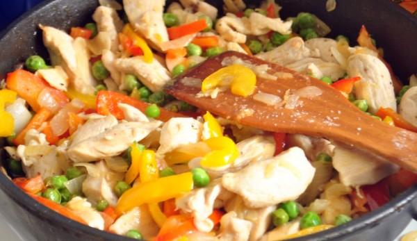 Тушковані овочі в мультиварці з куркою: рецепт