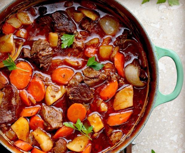 Як приготувати тушковані овочі з м'ясом в мультиварці?