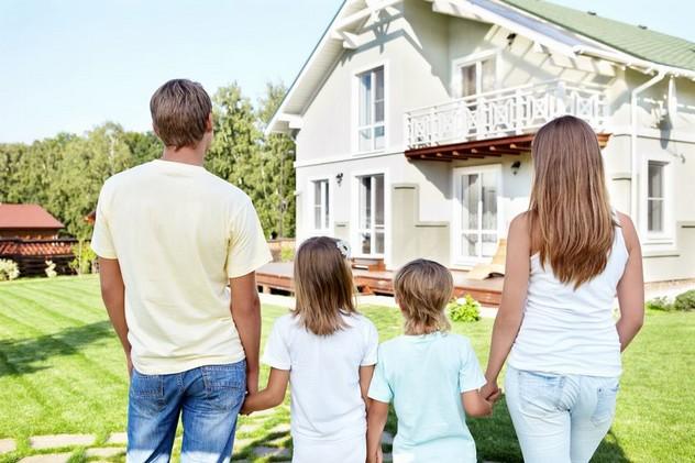 Чи зручно жити з дитиною в котеджному селищі за містом?