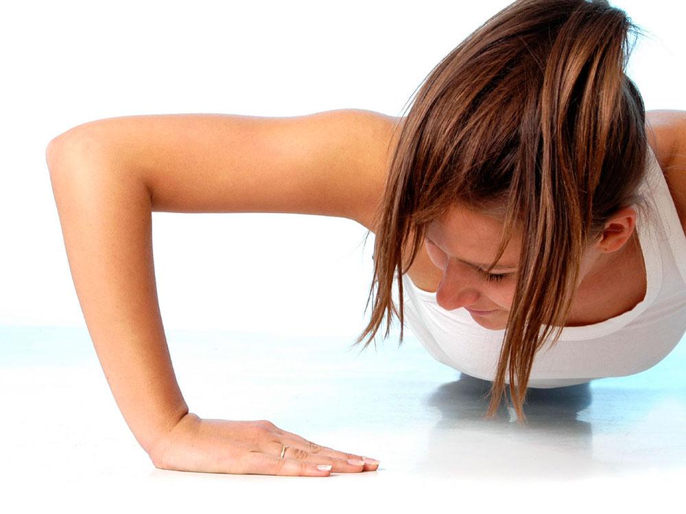 Вправи для грудей після пологів і годування - як підтягти груди в домашніх умовах?