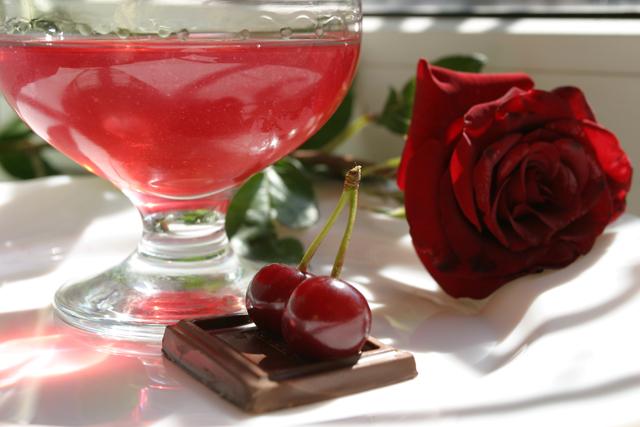 Вишневий лікер в домашніх умовах. Як приготувати лікер з вишневим листям?