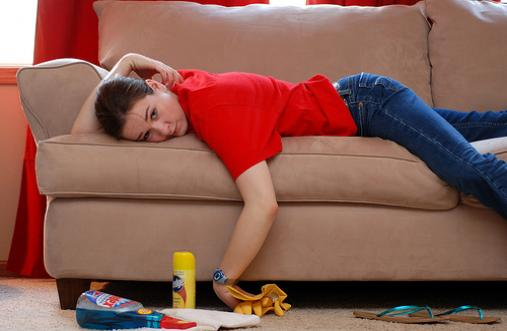 Всі секрети чищення м'яких меблів своїми руками - чим чистити крісла та дивани вдома?