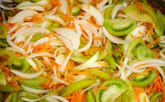 Зелені помідори на зиму: салати