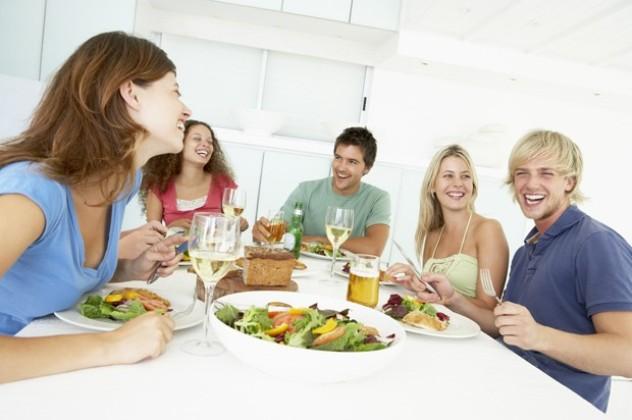 Обід з друзями на святах
